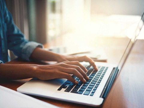A busca por imagem é uma tecnologia que já existe e, aos poucos, está sendo implementada no e-commerce. Saiba mais sobre ela e as vantagens que oferece.